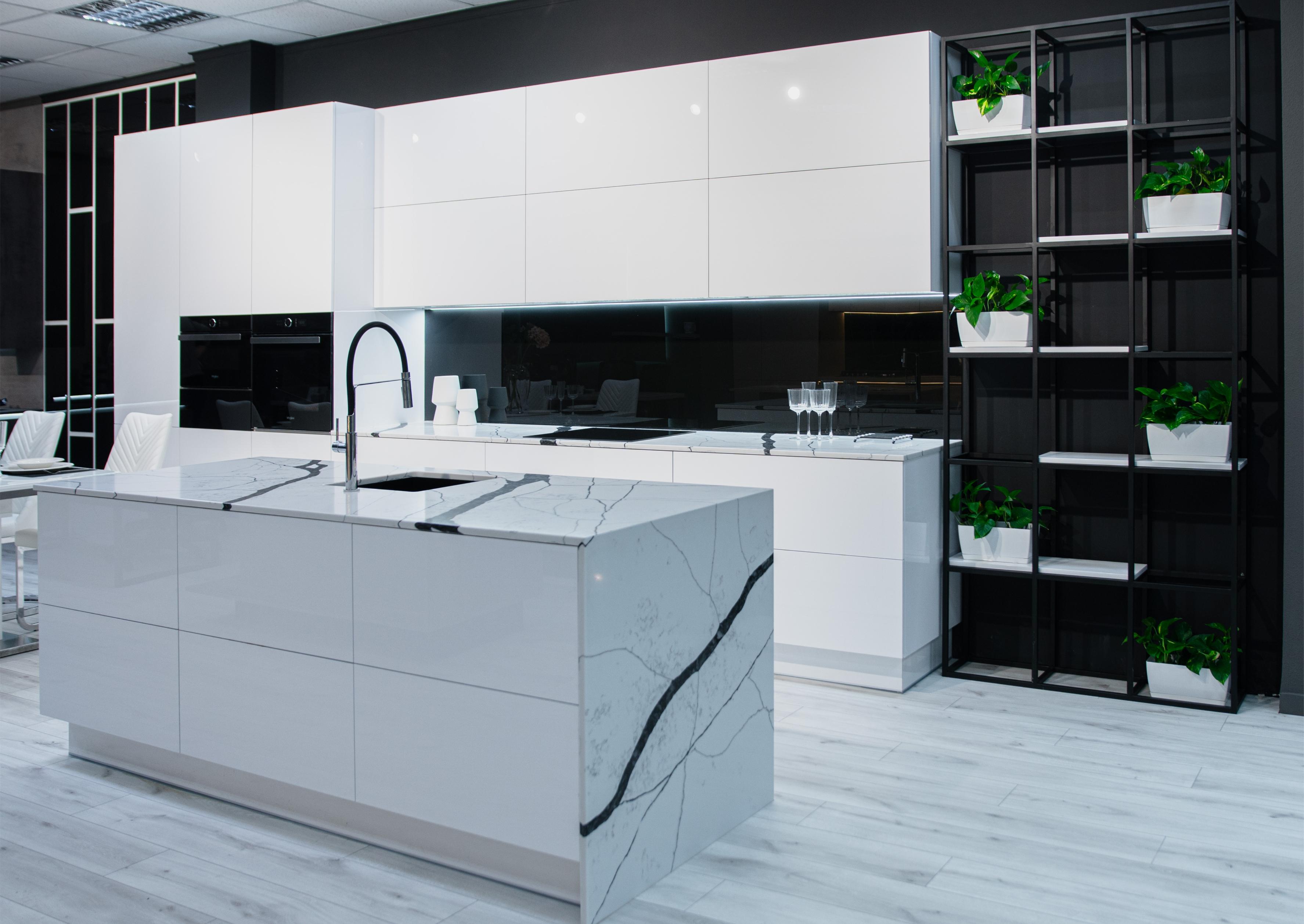 Кухня - серце будь-якої квартири або будинку.Тут збирається вся родина, навіть гостей ми зустрічаємо на кухні.Тому меблі для цієї частини житла потрібно вибирати особливо ретельно.